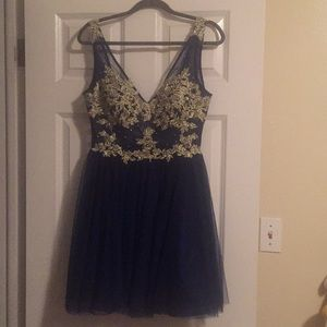 Dresses & Skirts - Party dress